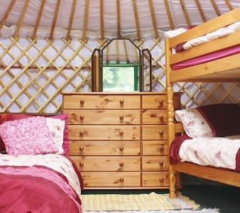 Yurt Carianne with beds, power, light, heat, WiFi - Llansilin - Yurt