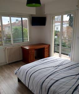 Agréable chambre avec TV 5 min du centre ville - Pau - Talo
