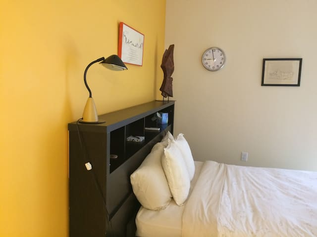 Relax in a Peaceful Room near the River in Holly
