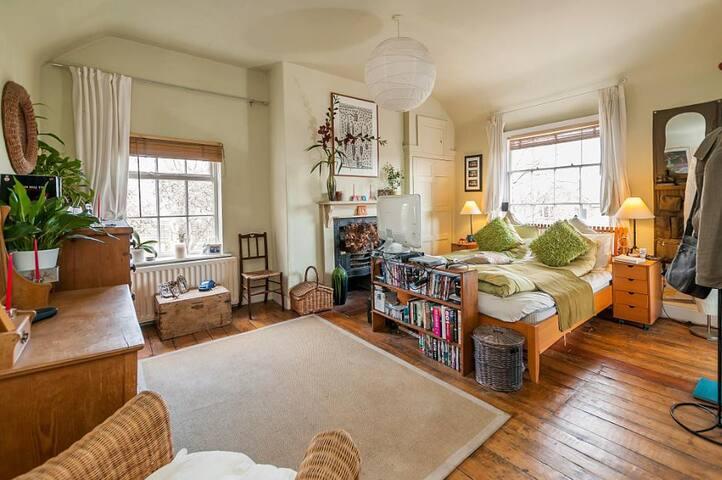 Luxury hedonistic BnB farm guesthouse - Ironbridge