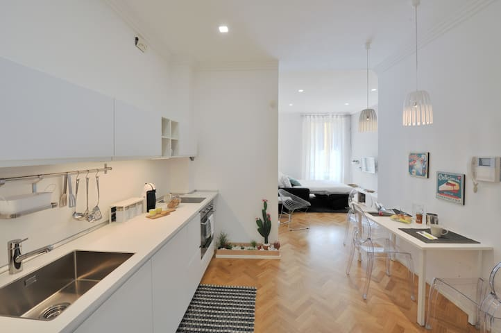 Modern flat in the Historic Centre!