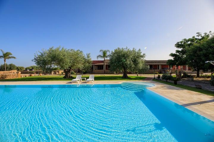 B&B Siracusa | Sicilian farmhouse with pool
