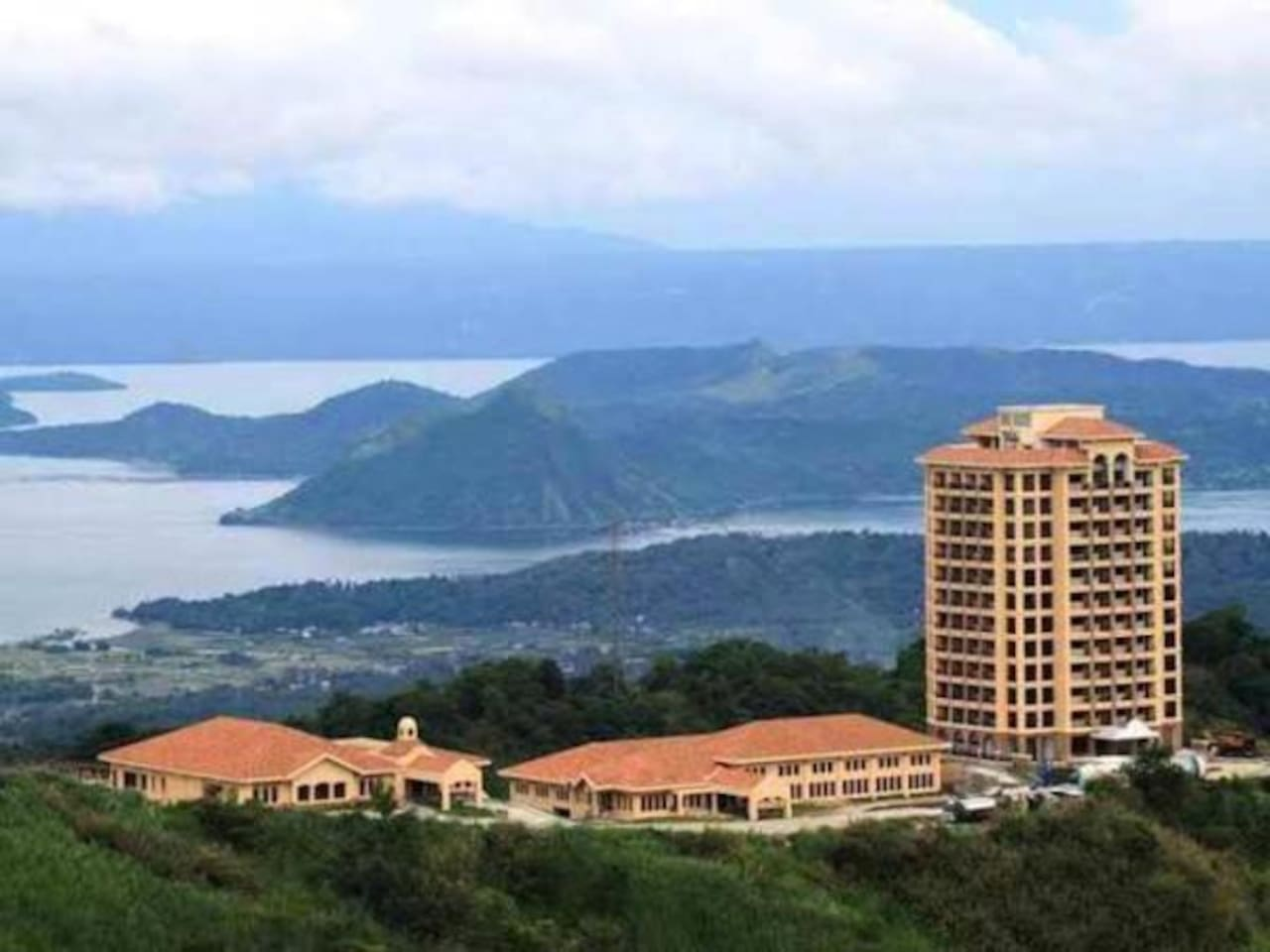 Overall view of SplendidoTower 1, the clubhouse dining & sports bldg and the magnificent taal volcano within taal lake.