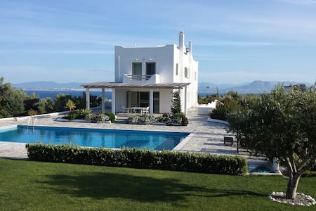 New 8 bedrooms luxe seaview villa Loutraki - Skaloma