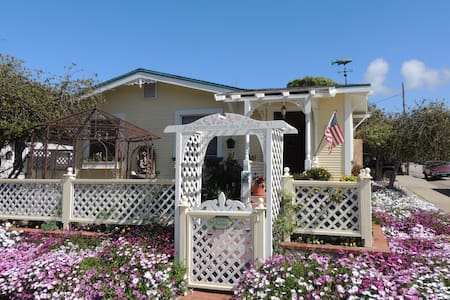 Vintage Garden Cottage in the heart of Old Town - Morro Bay
