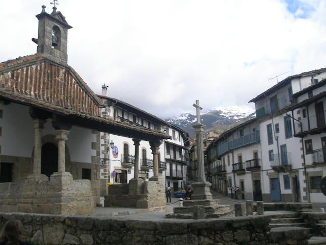 Casa dúplex en el casco histórico de Candelario