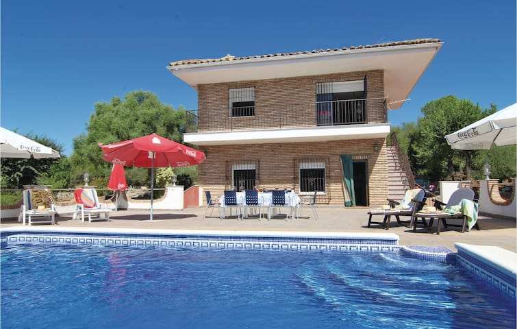 Holiday cottage with 7 bedrooms on 235 m²