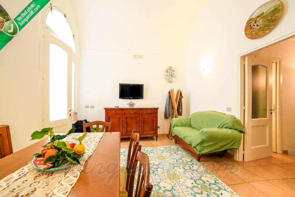 Let's have a chat on livingamalfi.com before you book!