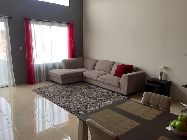 Bunkbed -Prvt room-2 mi SJO Airport - Alajuela - Pis