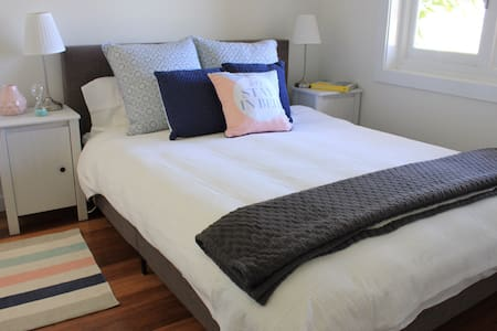 Private New Bedroom with Ensuite separate to house - Annandale - Σπίτι