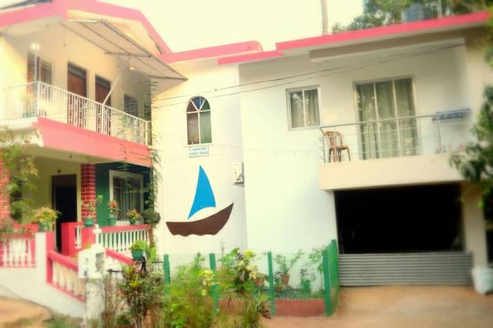 Furnished and Cozy Homestay in Bogmalo, Goa