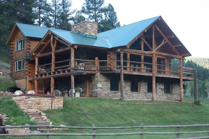Fish Creek Ranch Lodge