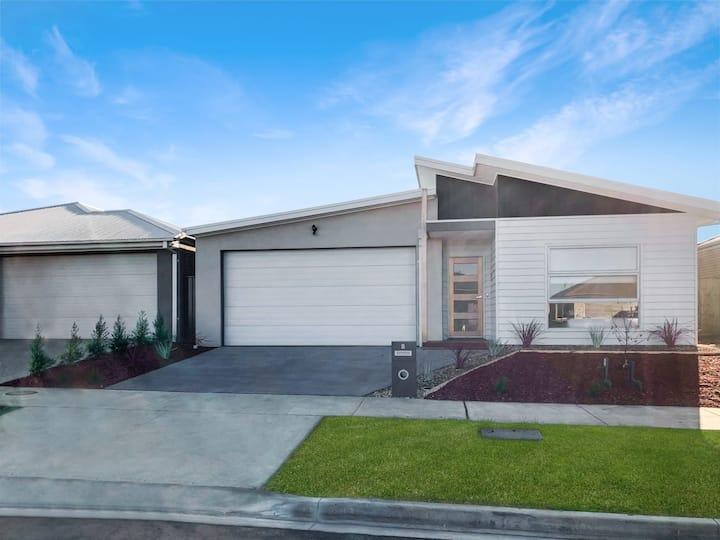 Brand NEW Home ⭐10 mins to Beach + Torquay + Geelong + Deakin + Hospitals