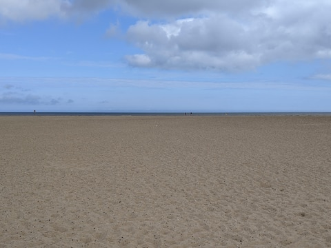 2 minutes from beach and town centre with parking