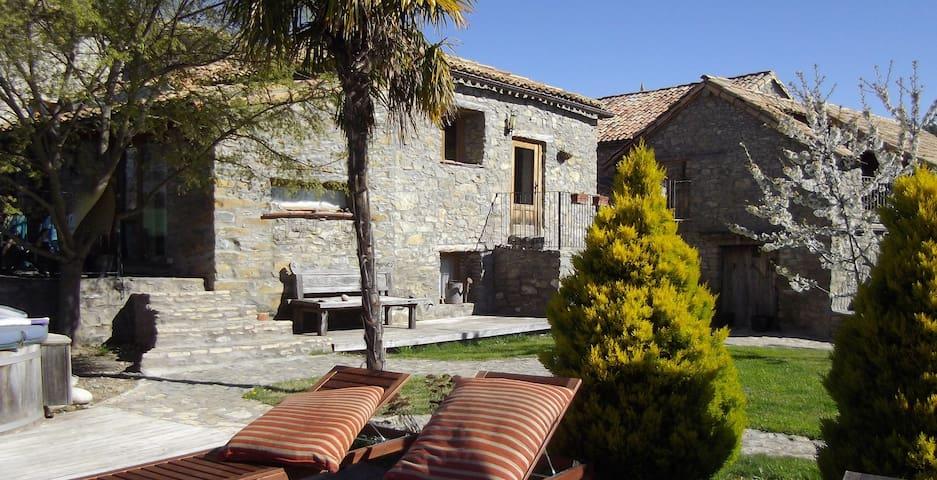 Maison familiale de charme, piscine et tranquilité - Huesca - Huis