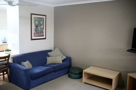 Comfy, Clean Holiday Accomodation - Mulwala - Apartment