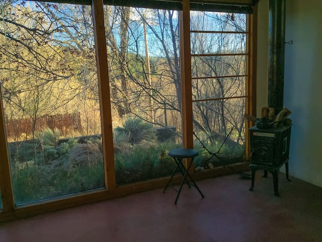 Peaceful Creative River Retreat - Pecos - Kabin