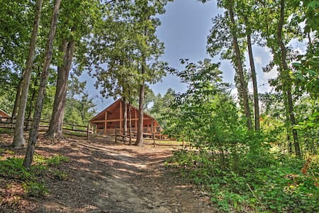 2BR Flowery Branch Cabin w/Lake Access - Zomerhuis/Cottage