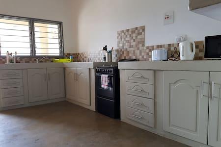 Central Ndola apartment in art deco block - Cinq