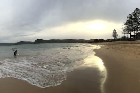 Romantic, waterfront, modern gateaway - Ettalong Beach