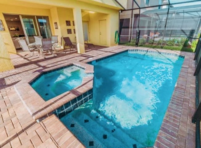 6BD HOME W/ PRIVATE POOL!!  Groups Welcome! (8920)