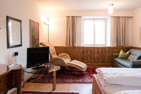 Lovely apartment with swimming pool and garden - Telfes im Stubai - Betjent leilighet