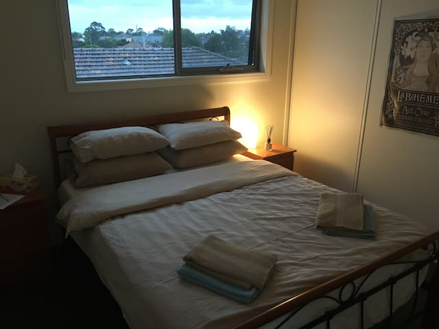 Room near Airport,CBD & Showgrounds - Essendon West