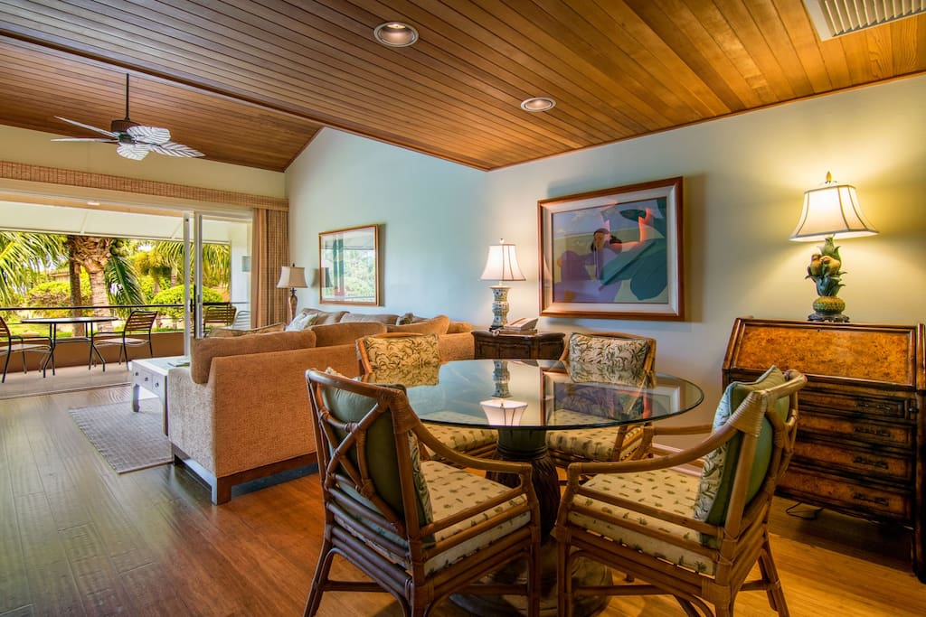 Dining and living room opens to lanai
