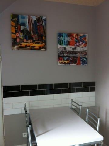 Appartement 2 chambres, idéalement situé et calme