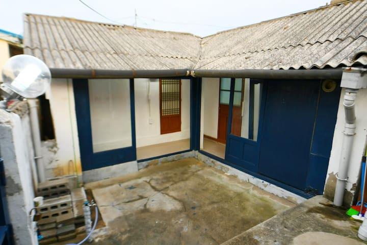 AVA House in Sokcho