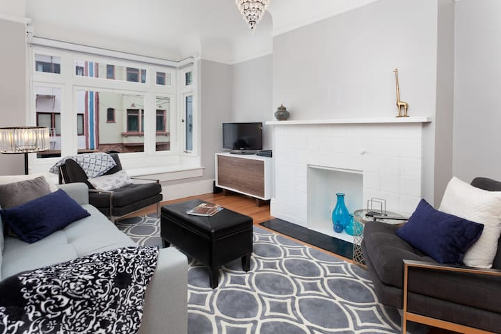 Elegant 2BR/1.5BA Apartment - Corp/Extended Stay