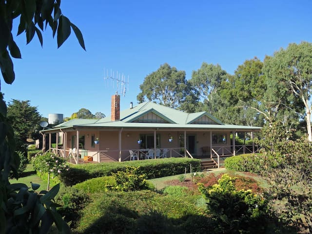 Fernside Strathbogie-Fireplace, Croquet Lawn, Bath - Strathbogie
