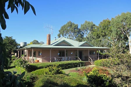 Fernside Homestead - Fireplace, Croquet Lawn, Bath - Strathbogie