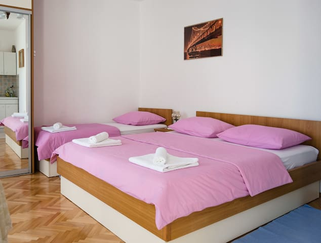 Studio Apartment, 100m from city center, seaside in Makarska
