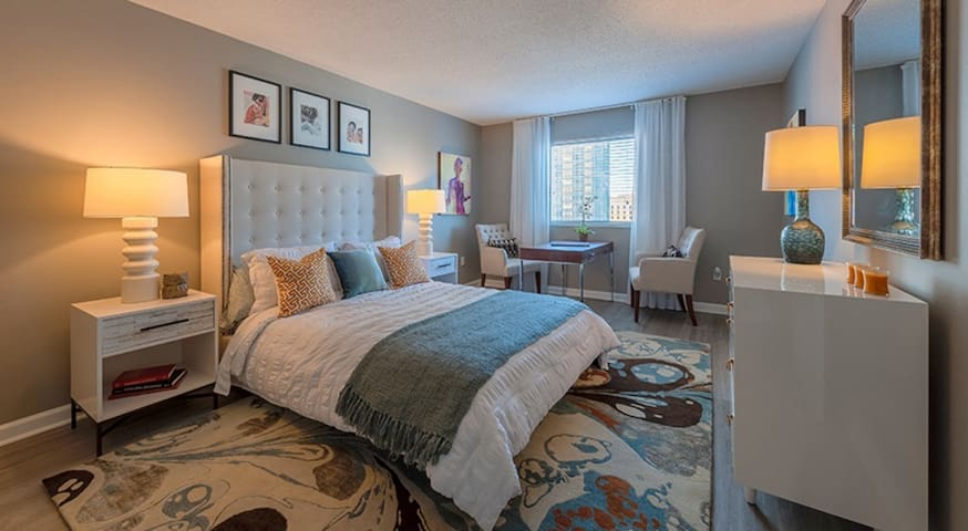 Stay Downtown | Modern Apartment + Free Parking | SoBro
