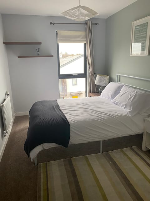 Good sized 1 double bedroom in modern flat