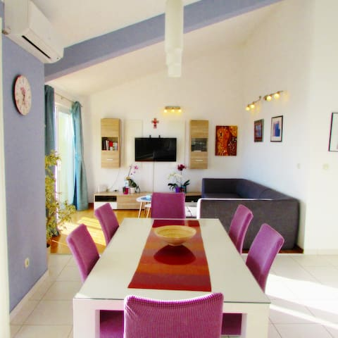 Bright and charming flat by a beautiful beach