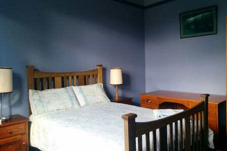 Spacious room in Federation House - West Hobart