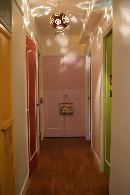 couloir accès aux chambres et WC.
