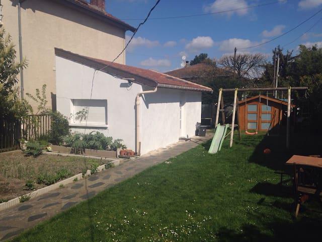Maisonnette 20 m2 proche de Paris - Livry-Gargan - Haus