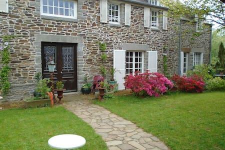 Maison Des Isles Chambres D'Hotes - Saint-Hilaire-du-Harcouët - Гостевой дом