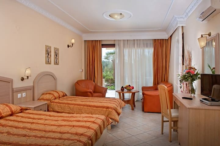 Junior Suite Ground Floor - Seydnaya Neos Marmaras - GR - Apartamento