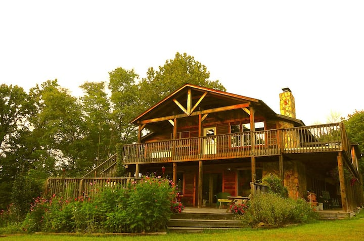 Heart of Hanging Rock-7 Bedroom Lodge- Singletree!
