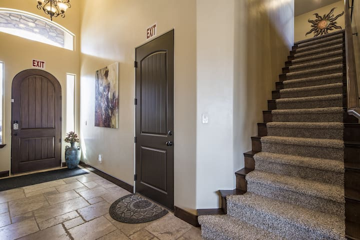 4242 | Private Pool and Hot Tub, Water Slide, Playground, Lots of Parking, Ping