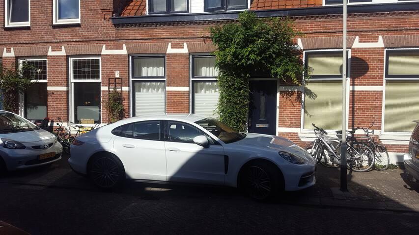 Breda Centrum heerlijk huis. Garden Free Parking!