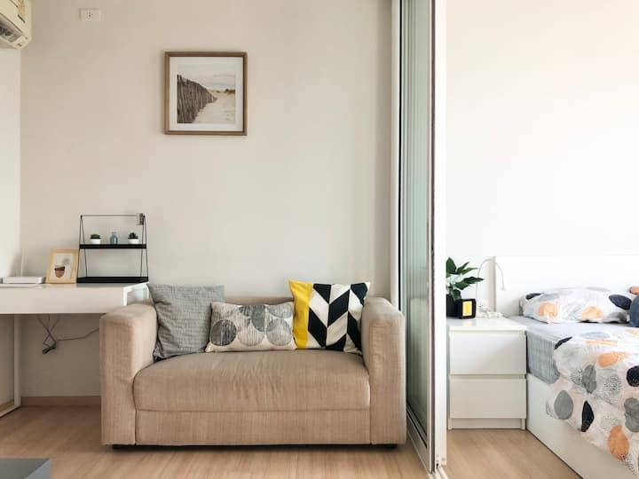 Modern room near Airport, IMPACT, GovComplex, KBTG