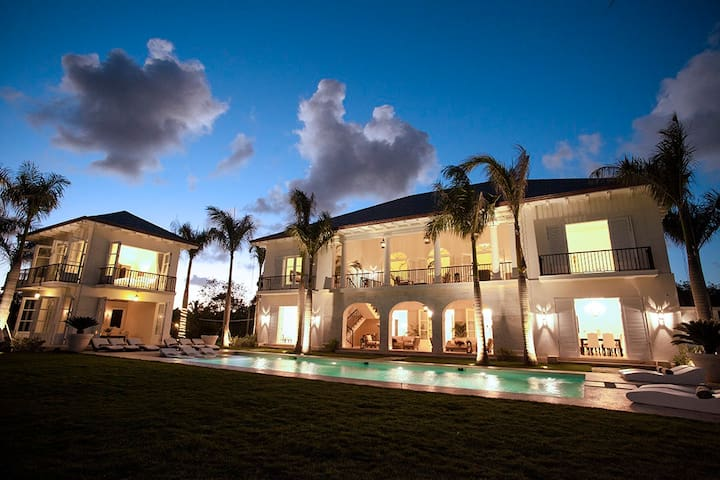 Luxurious Ocean and Golf View Villa - Cap Cana - บ้าน