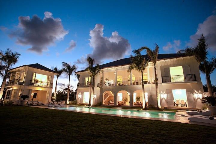 Luxurious Ocean and Golf View Villa