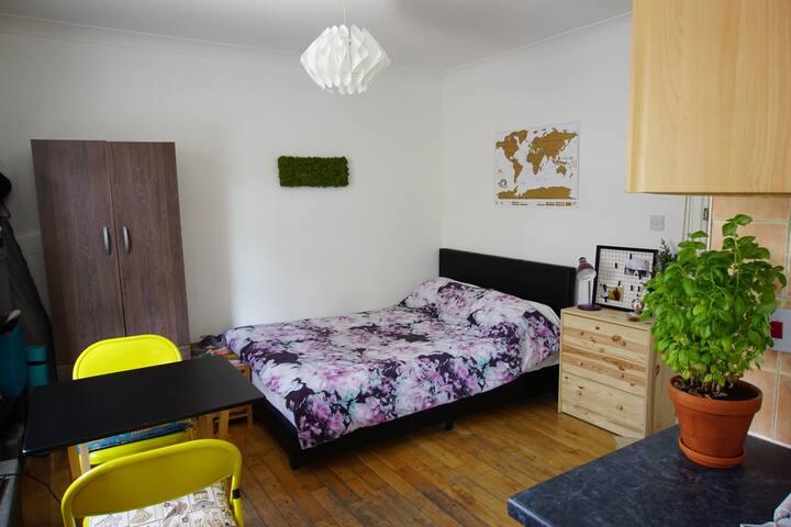 Bright studio flat in the heart of Hackney