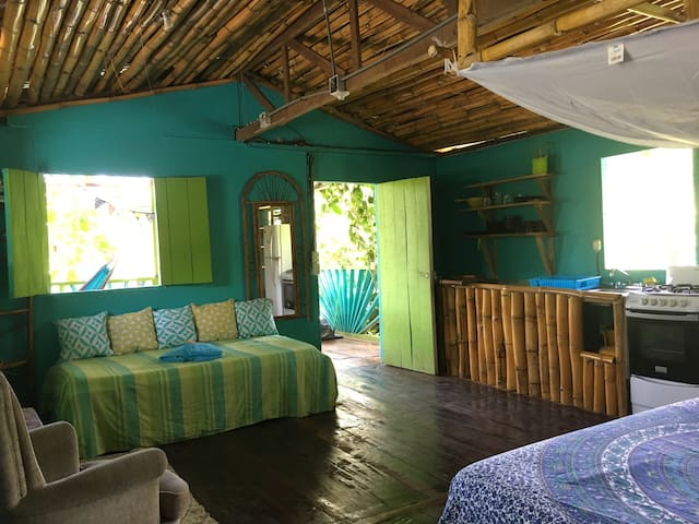 Peaceful Garden Cabina with Kitchenette & Porch - Manzanillo - Flat